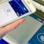 Un retrait d'argent sans carte à travers les portefeuilles électroniques